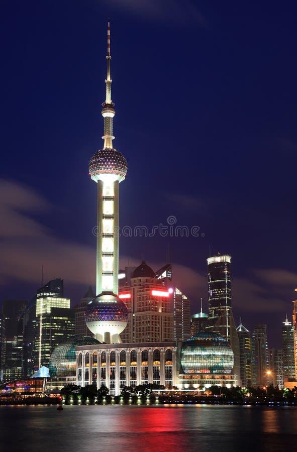 härlig nattpudongshanghai horisont arkivbilder