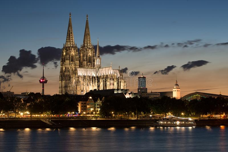 Härlig nattsikt av Cologne Koln royaltyfri fotografi