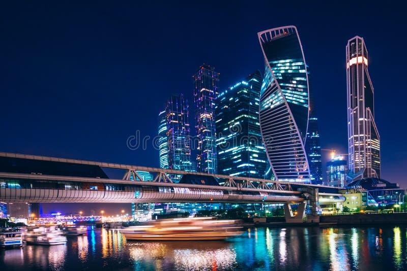 Härlig nattsikt av Moskvastaden royaltyfri bild