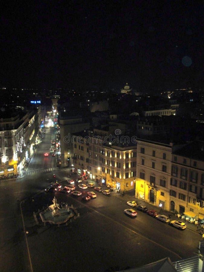 Härlig nattsikt av Rome från hotellet Bernini - piazza BarberiniRome Italien Europa royaltyfri bild