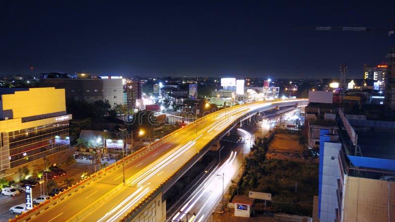 Härlig nattsikt i den Pekanbaru staden, Riau - Indonesien royaltyfri bild