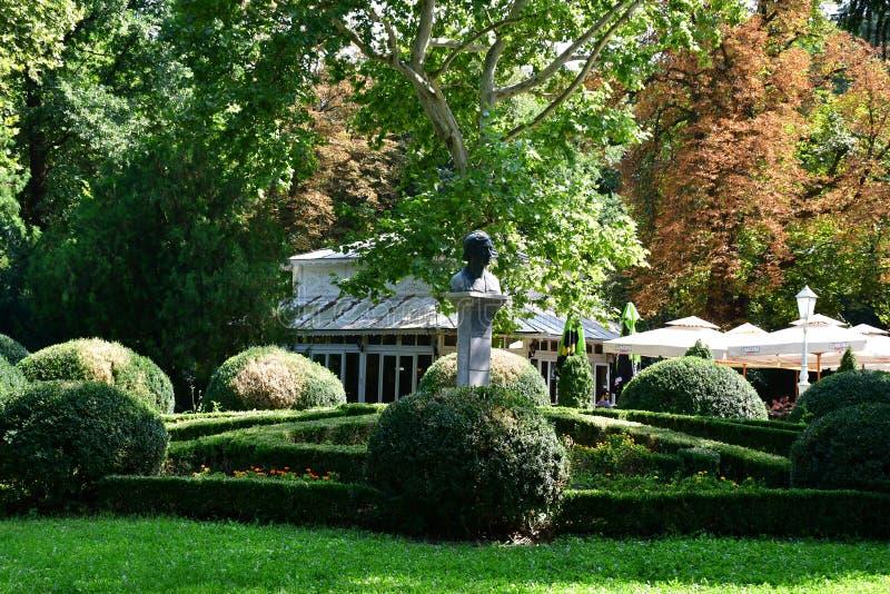 Härlig natur i parkera av den lilla staden i nord av Serbien royaltyfri bild