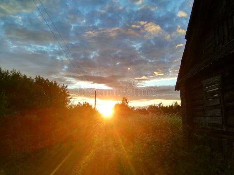 Härlig natur under solnedgånghimlen i Ryssland i sommar royaltyfri fotografi