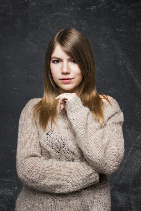 Härlig naturlig blondin fotografering för bildbyråer