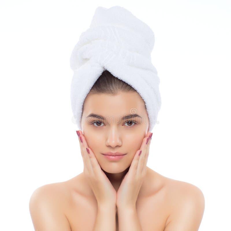 Härlig naturlig flickakvinna efter kosmetiska tillvägagångssätt, ansiktslyftning arkivbilder