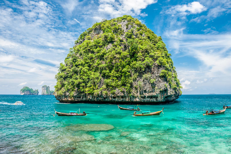 Härlig obebodd ö i Thailand royaltyfria bilder