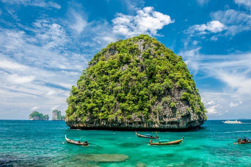 Härlig obebodd ö i Thailand arkivbild