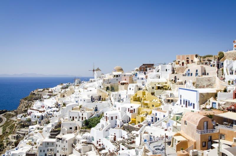 Härlig och färgrik stad i Santorini fotografering för bildbyråer