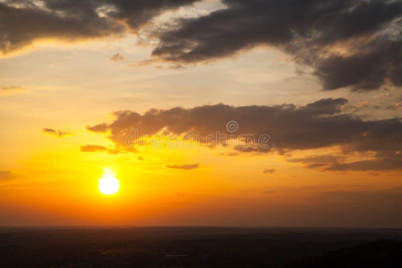 Härlig och himla- soluppgång arkivbilder