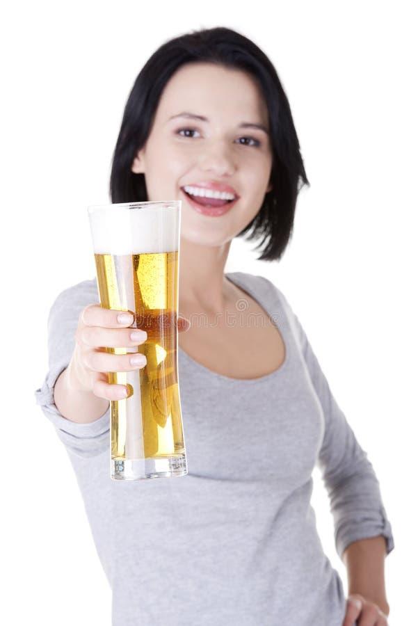 Härlig och sexig ung kvinna med öl royaltyfria foton