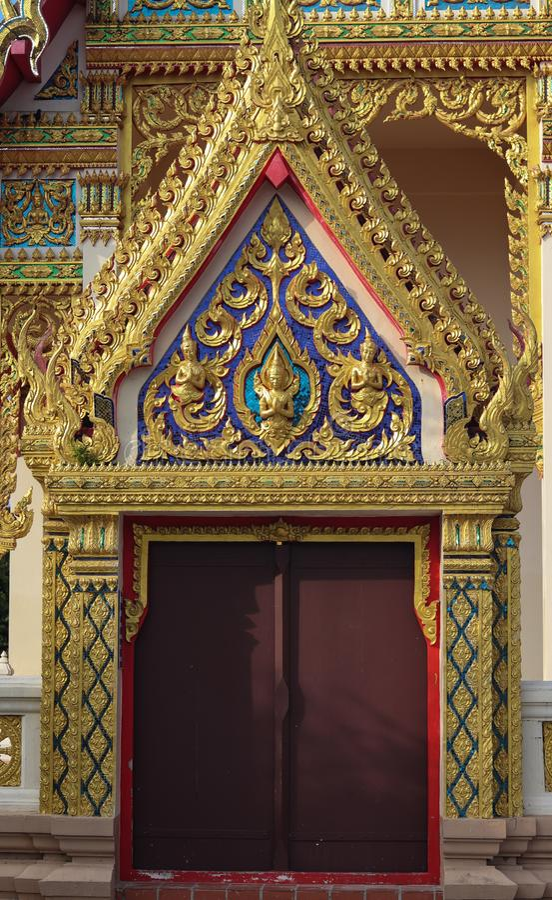 Härlig och unik port av templet vid thailändsk Buddhastil royaltyfri bild