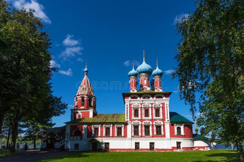 Härlig ortodox kyrka på bankerna av Volgaen, Uglich, Ryssland arkivbilder
