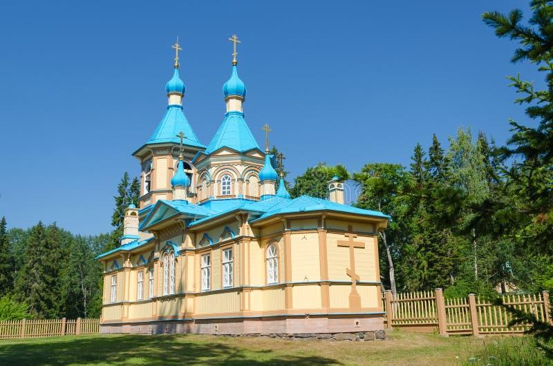H?rlig ortodox kyrka p? en klar solig dag p? den Valaam ?n Gethsemane Skete Kyrka i namnet av antagandet av royaltyfria bilder