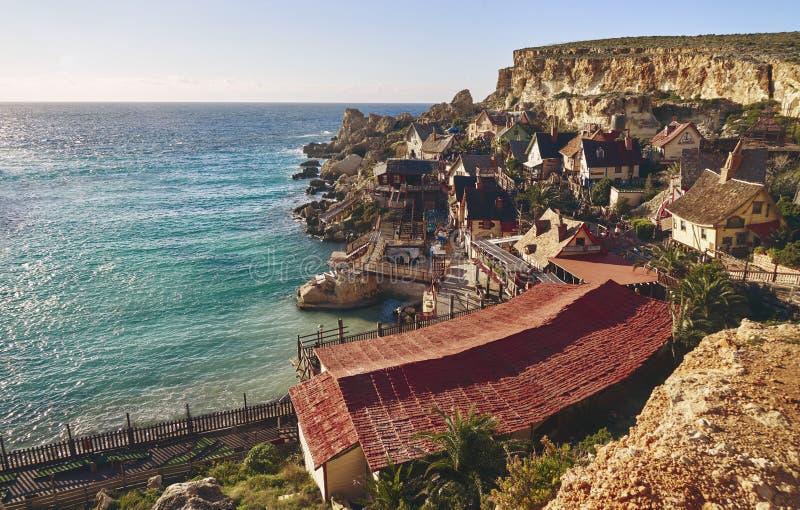 Härlig by på havet royaltyfri bild