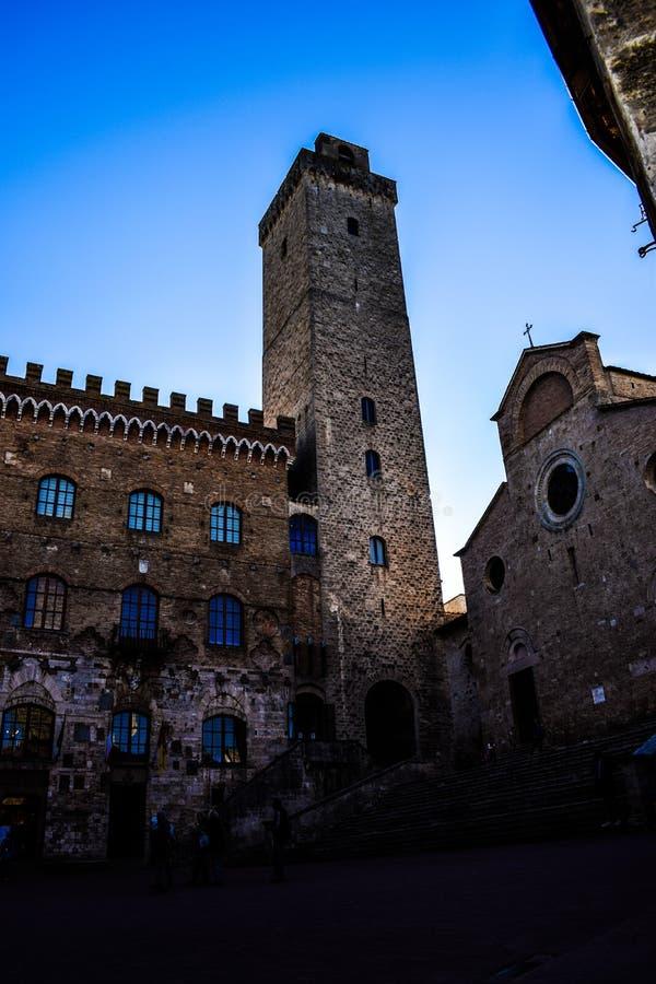 Härlig by på Tuscany, Italien royaltyfri bild