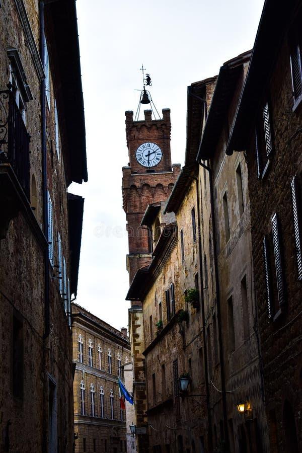 Härlig by på Tuscany, Italien royaltyfri foto