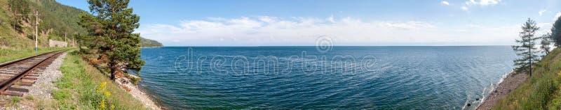 Härlig panorama av Lake Baikal på en klar dag royaltyfria foton
