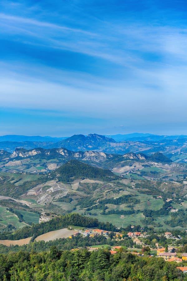 Härlig panorama av Republiken San Marino royaltyfri foto