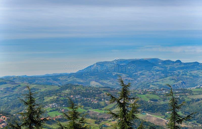 Härlig panorama av Republiken San Marino arkivfoton