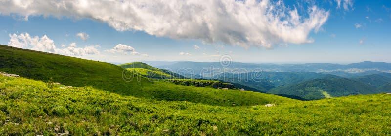 Härlig panorama av Runa bergkullar royaltyfria bilder