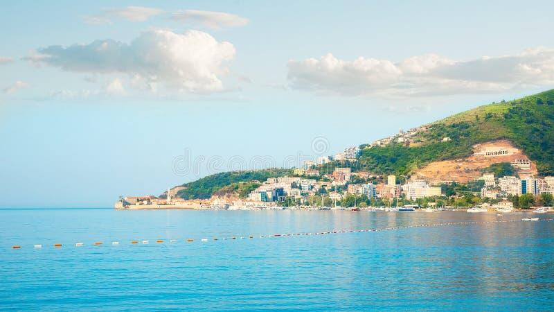 Härlig panorama- cityscape av Budva, Montenegro arkivbilder