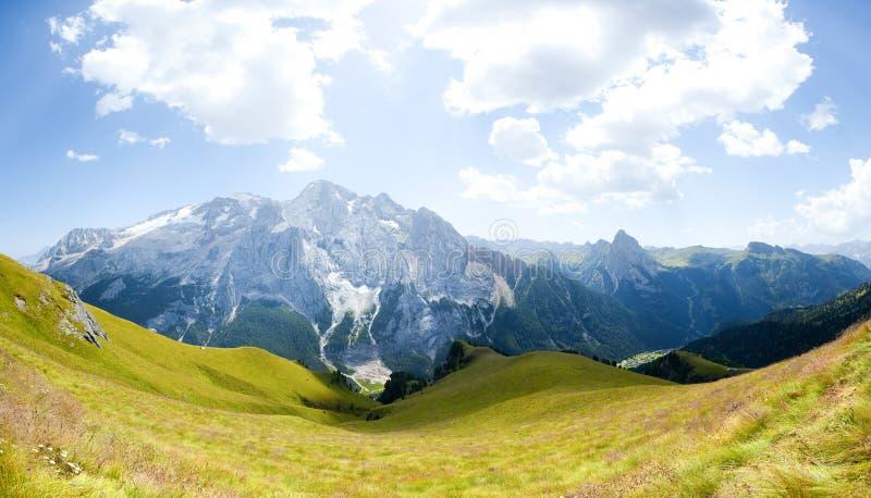 härlig panorama för glaciärmarmoladaberg royaltyfri bild