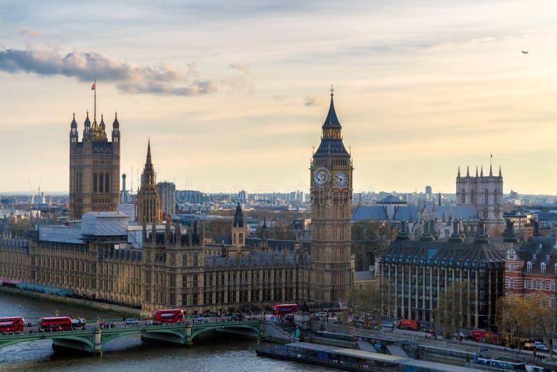 Härlig panorama- scenisk sikt på London sydliga del från w arkivfoton