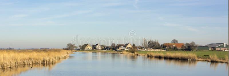 Härlig panoramasikt på ett typisk holländskt landskap arkivbild
