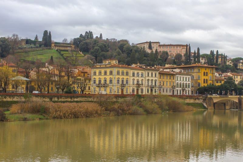 Härlig panoramautsikt av Arno River och staden av renässans Firenze Florence i Italien royaltyfri fotografi