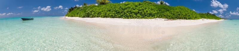 Härlig panoramautsikt av den Maldive ön royaltyfria bilder