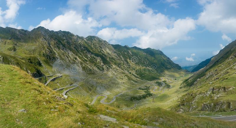Härlig panoramautsikt av den Transfagarasan huvudvägen Carpathi arkivbilder