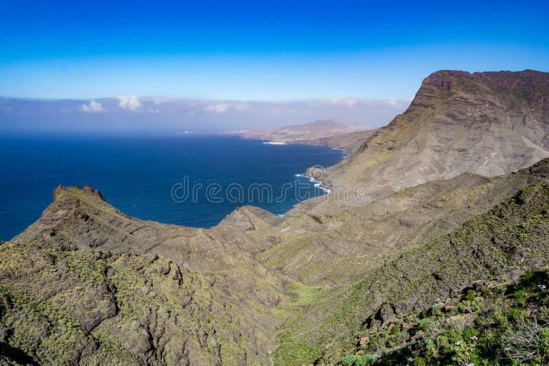 Härlig panoramautsikt av det storslagna kustlinjelandskapet för kanariefågel (Gran Canaria) royaltyfri bild