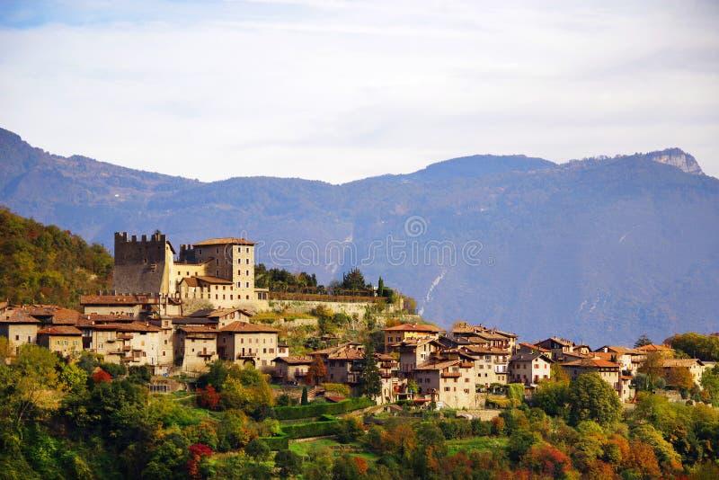 Härlig panoramautsikt av Torbole sul Garda, nordliga Italien royaltyfri fotografi