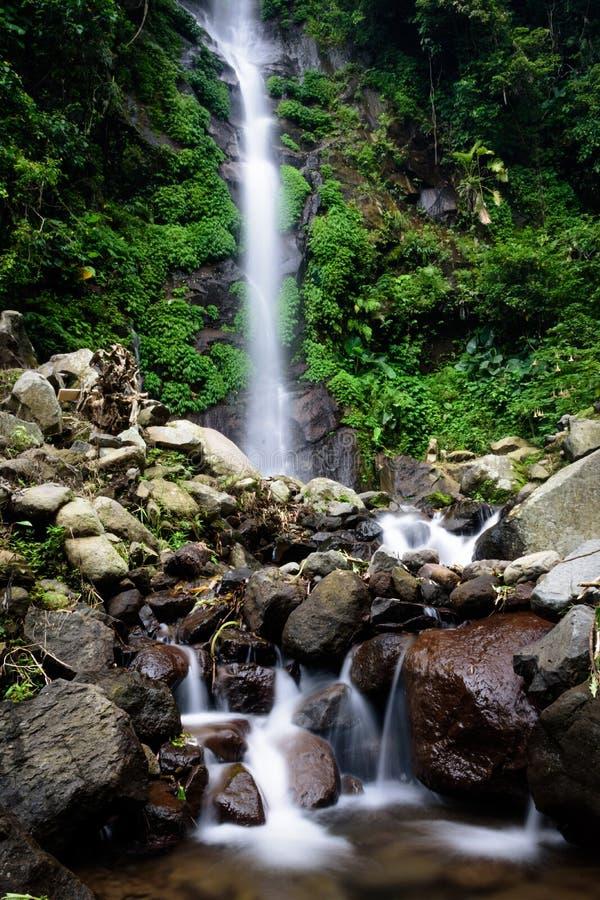 Härlig plats av den Semirang vattenfallet med älskvärt slätt vatten En vattenfall som är en turist- destination i staden av Ungar royaltyfria bilder