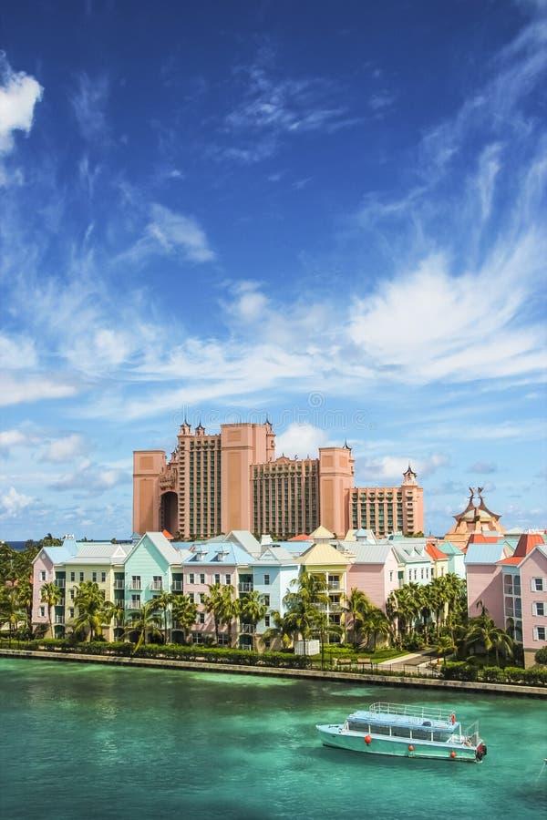 Härlig plats av färgrika hus i Nassau, Bahamas fotografering för bildbyråer