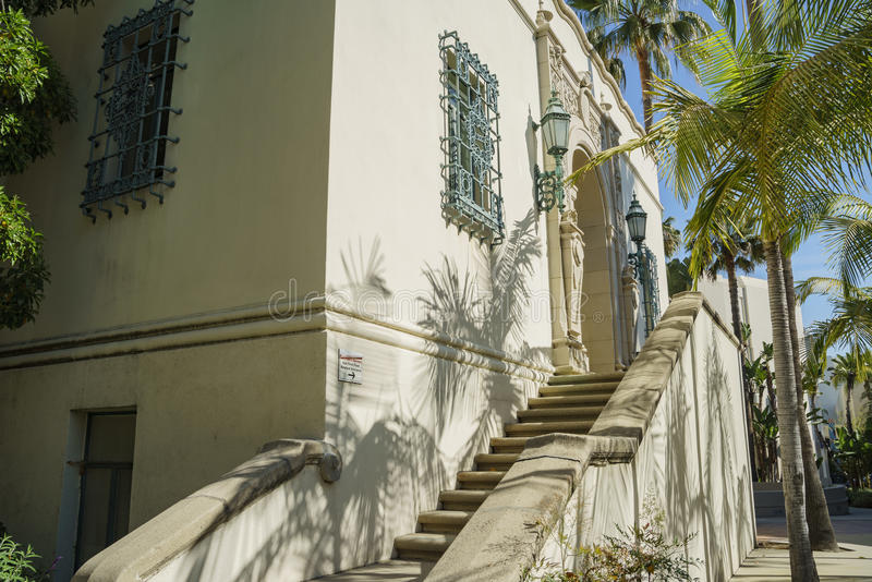 Härlig plats runt om det Beverly Hills stadshuset arkivfoto