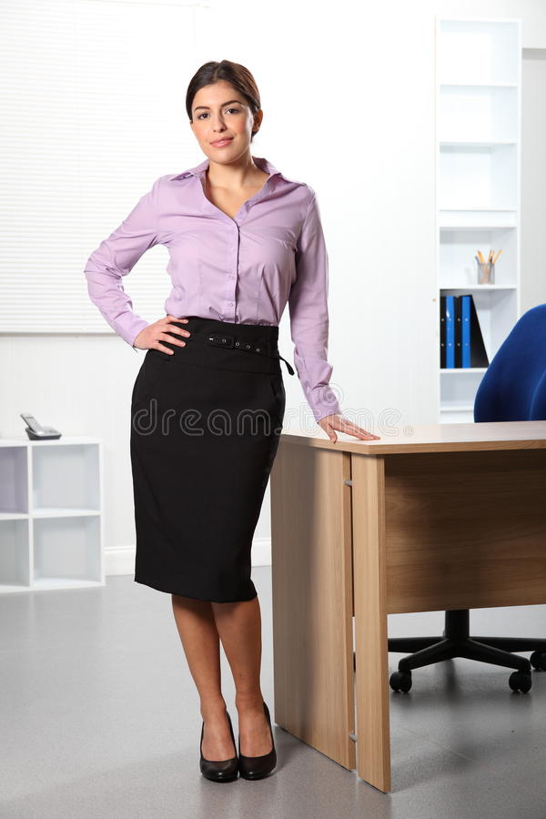 härlig plattform kvinna för affärskontor fotografering för bildbyråer