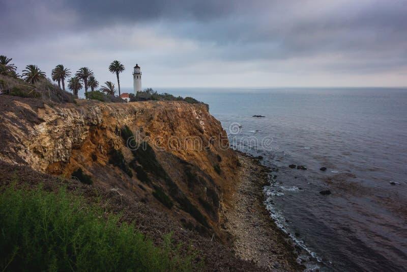 Härlig punkt Vicente Lighthouse på en molnig dag arkivbild