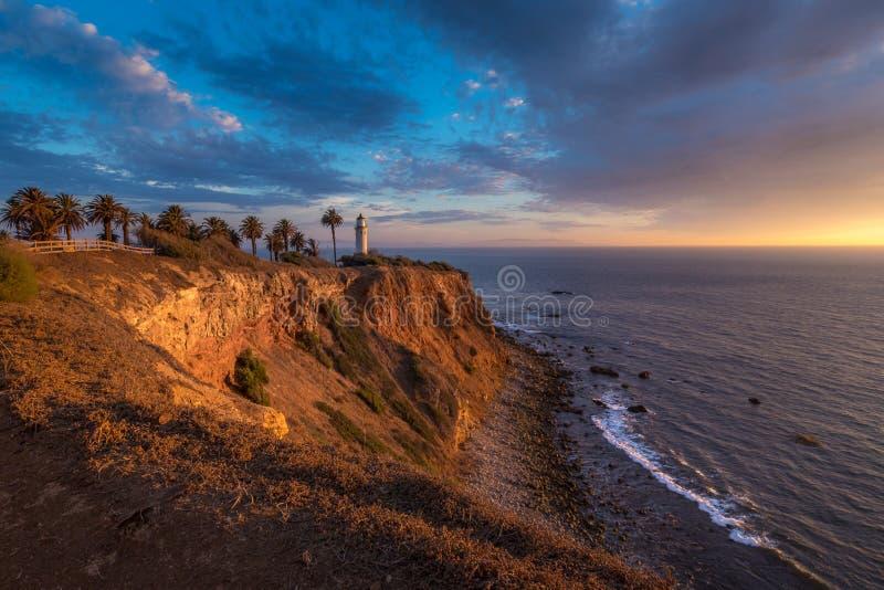 Härlig punkt Vicente Lighthouse på solnedgången royaltyfri bild