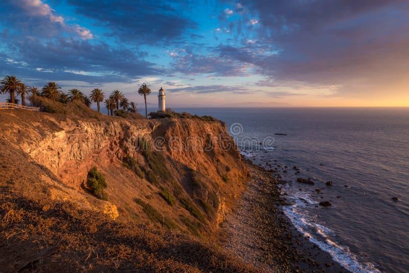 Härlig punkt Vicente Lighthouse på solnedgången royaltyfri foto
