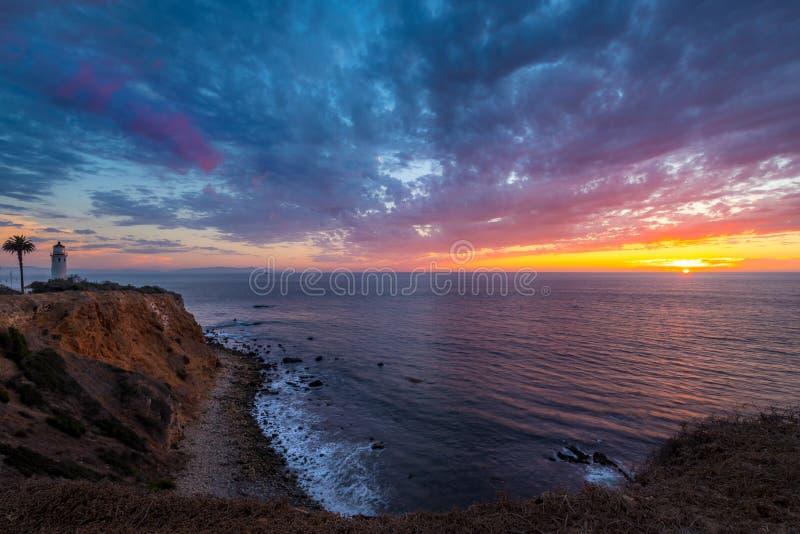 Härlig punkt Vicente Lighthouse på solnedgången royaltyfria foton