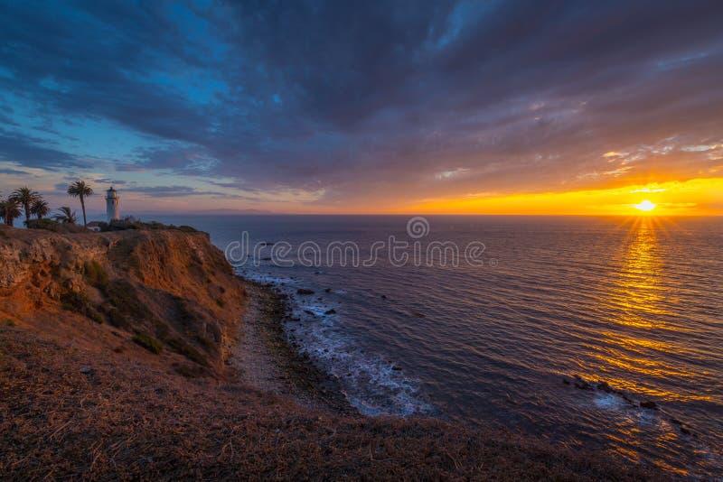 Härlig punkt Vicente Lighthouse på solnedgången royaltyfri fotografi