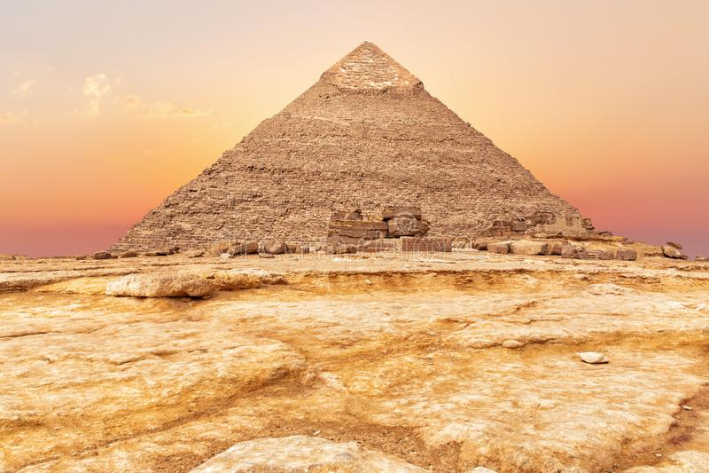 Härlig pyramid av Chephren på solnedgången, Giza royaltyfria foton