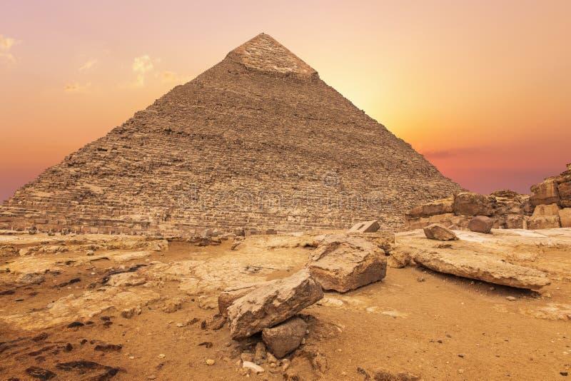 Härlig pyramid av Khafre i aftonsolen, Giza, Egypten royaltyfri fotografi