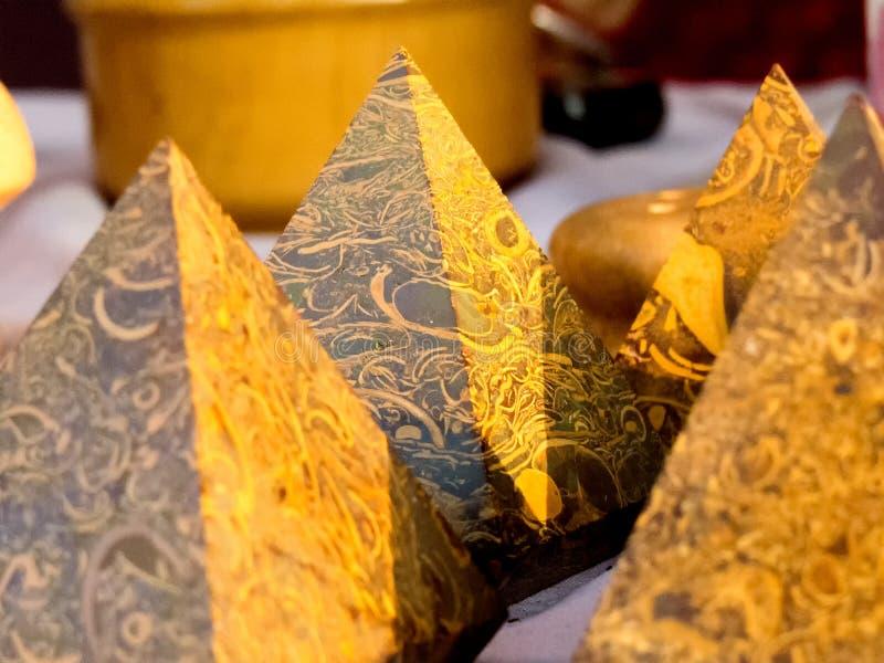 Härlig pyramid av sandstenen royaltyfri foto