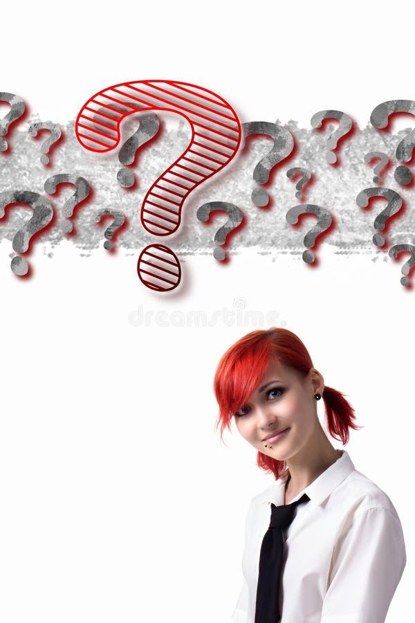 Härlig rödhårig flicka som gör forskning arkivfoton