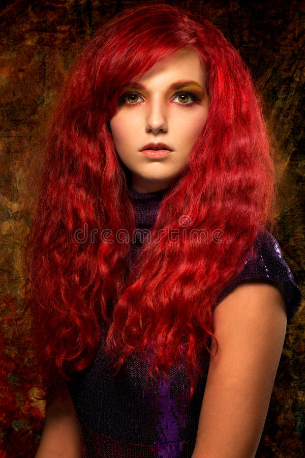 Härlig rödhårig mankvinna royaltyfri foto