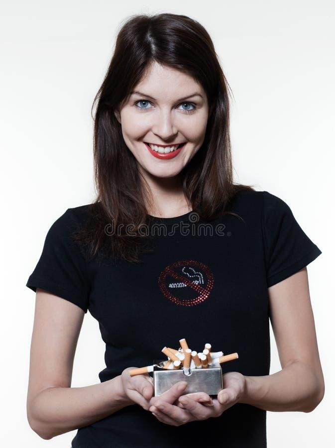 härlig rökande stoppkvinna royaltyfri foto