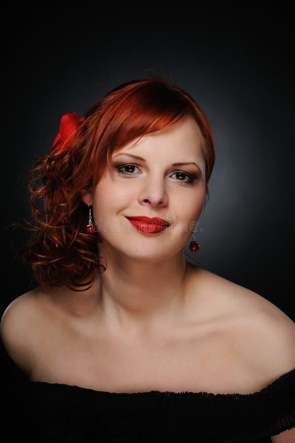 härlig redheadkvinna arkivfoton