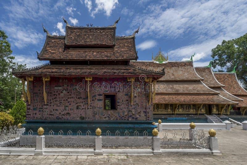 Härlig relikskrin inom den buddistiska templet Wat Xieng Thong av Luang Prabang, Laos arkivfoton